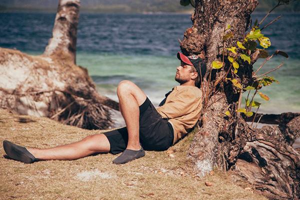 Роман долго привыкал к условиям жизни на острове