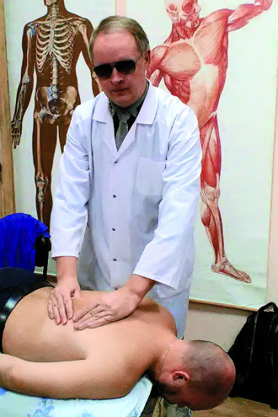 Сытенко берется за самые тяжелые случаи. В числе его клиентов – люди, перенесшие инсульт
