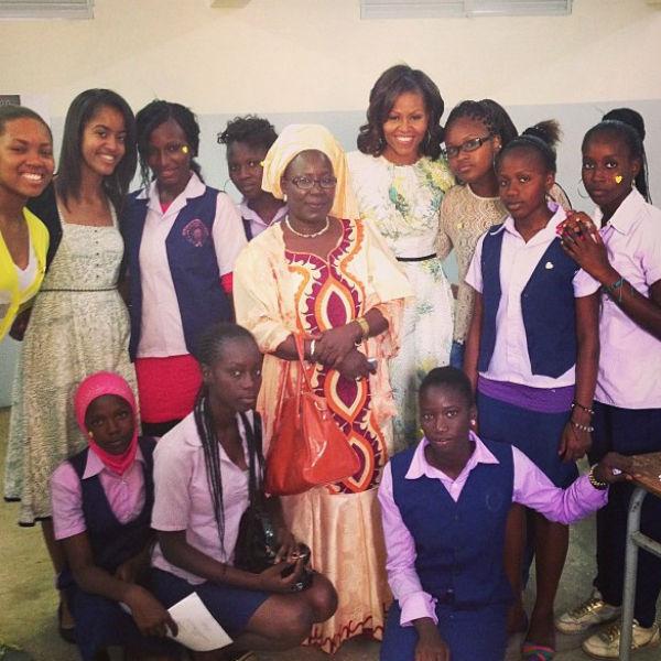 «Мое первое фото в «Инстаграм»! Меня вдохновляют и восхищают эти молодые женщины!» - подписала снимок Обама