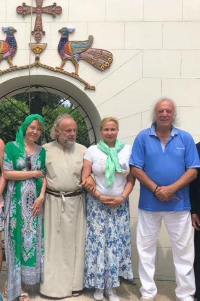 Резник отдыхает вместе с женой, певицей Азизой и друзьями