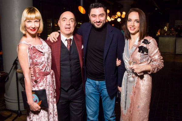 Михаил Грушевский с женой и друзьями