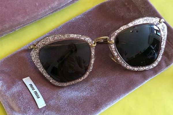 Эти очки продаются в магазине Анастасии за 7 тысяч рублей. Новый аккаунт в Инстаграме называется @100tskaya_outlet
