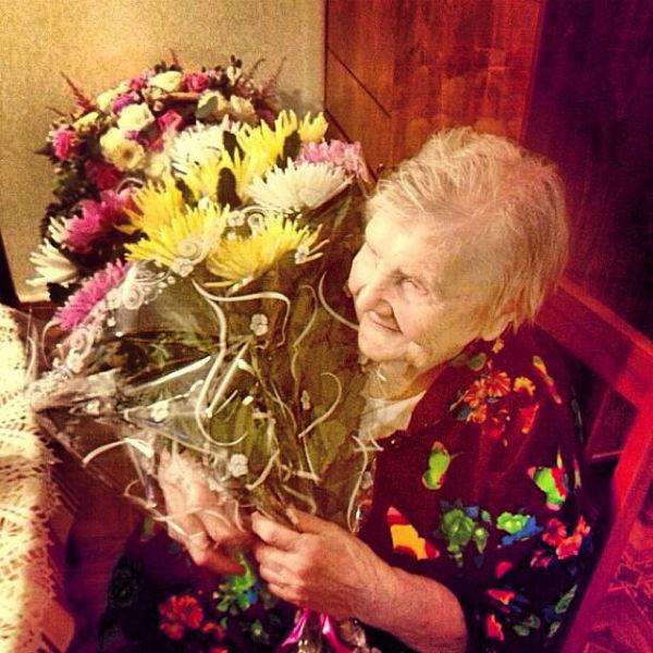 Валентина Дмитриевна принимает поздравления