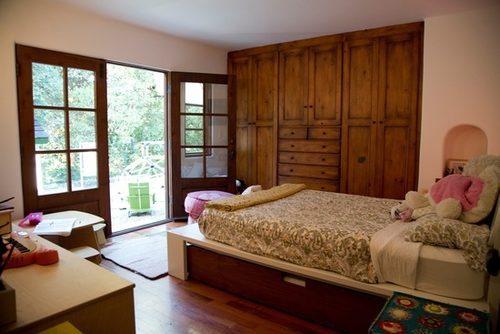В спальнях есть встроенные шкафы