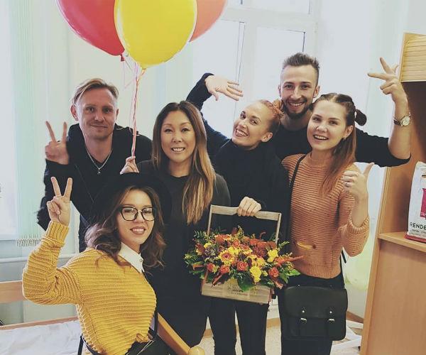 Анита Цой благодарит друзей, которые навестили ее в больнице