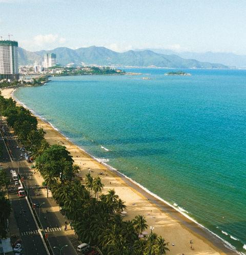 Вид на городской пляж с 18-го этажа отеля InterContinental