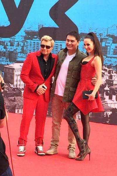 Николай Басков с возлюбленной Софи и Арманом Давлетяровым