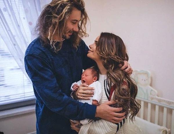 Айза с мужем Дмитрием и младшим сыном