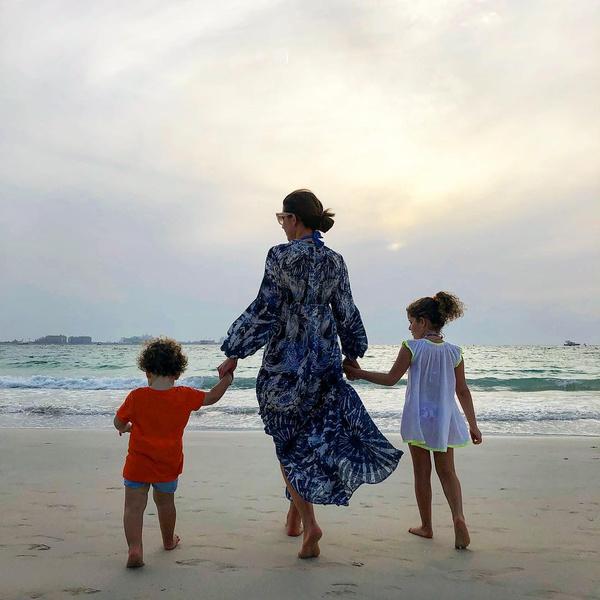 Артистка отдыхает с детьми у моря