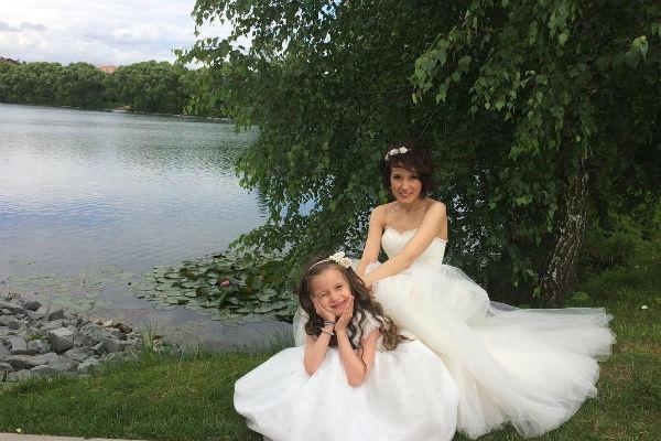 Мария вместе с дочерью Оливией