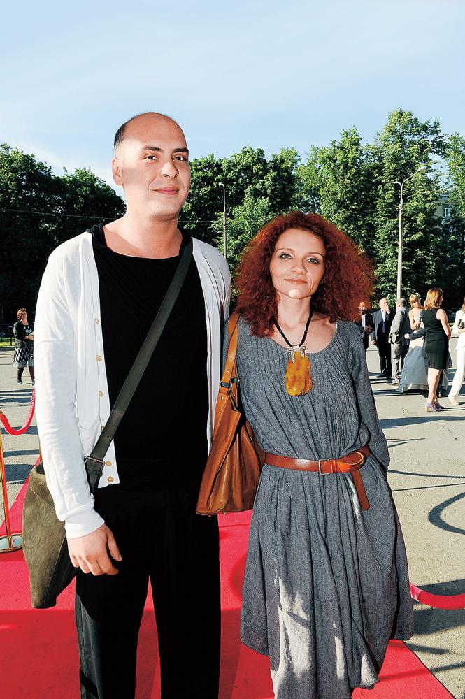 Антон привольнов с женой фото