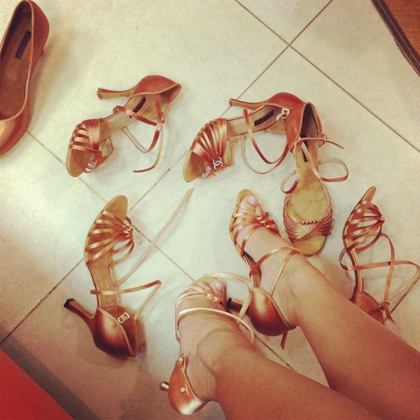 Алена выбрала туфли для бальных танцев