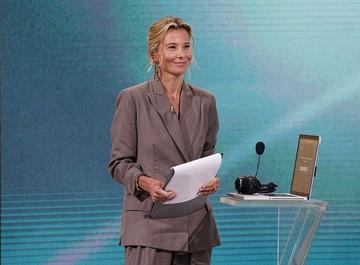 Юлия Высоцкая рассказала о сложностях работы в «Жди меня»