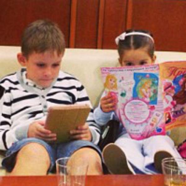 Дети Ксении Бородиной и Михаила Терехова летят на отдых
