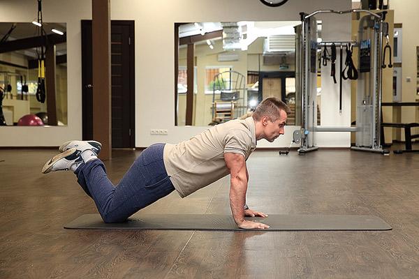 Отжимания с упором на колени