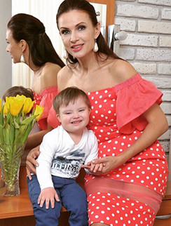 Эвелина Бледанс и ее сын Семен