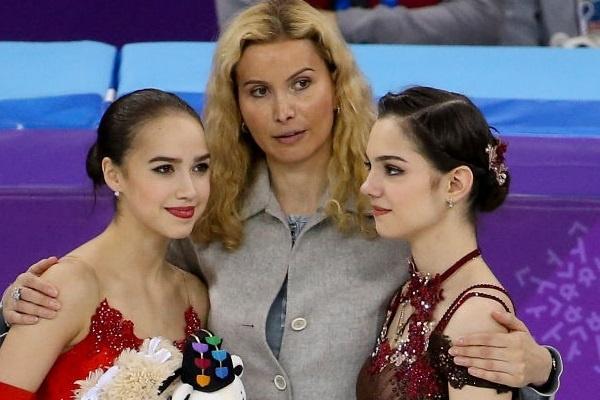 Этери Тутберидзе с Алиной Загитовой и Евгенией Медведевой