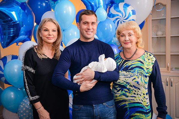 Наталья Тюльпанова, Александр Кержаков и Елена Анепир (бабушка Миланы)