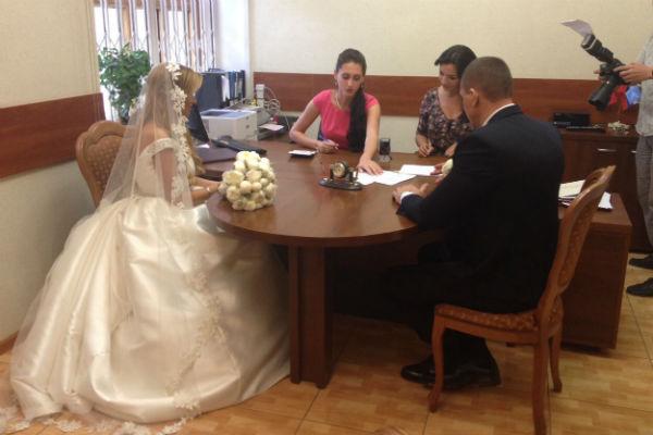 Ксения и Курбан подали документы на регистрацию брака