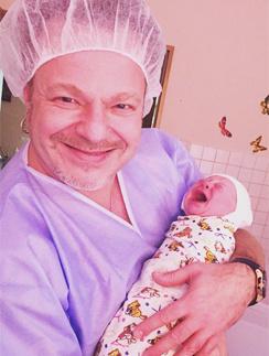 Владимир Пресняков с новорожденным сыном