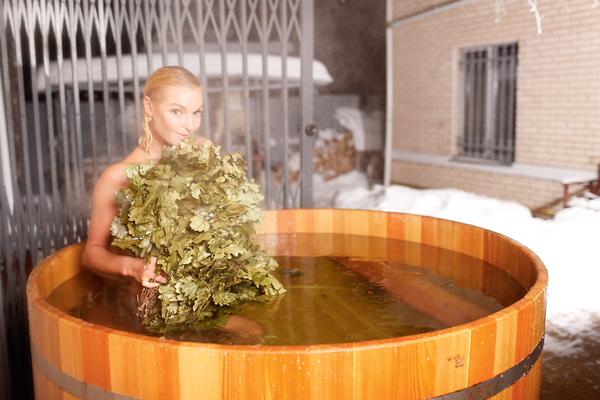 Волочкова – большая любительница русской бани. Прямо в парной она и на шпагат садилась, и пополам складывалась