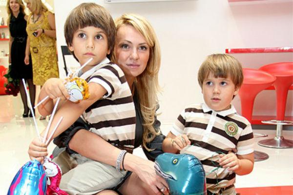 Продюсер с сыновьями Андреем(слева) и Колей в 2010 году