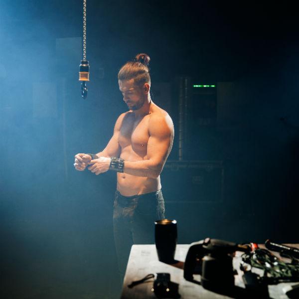 Ради рельефного тела Антон сидел на диете и занимался в спортзале