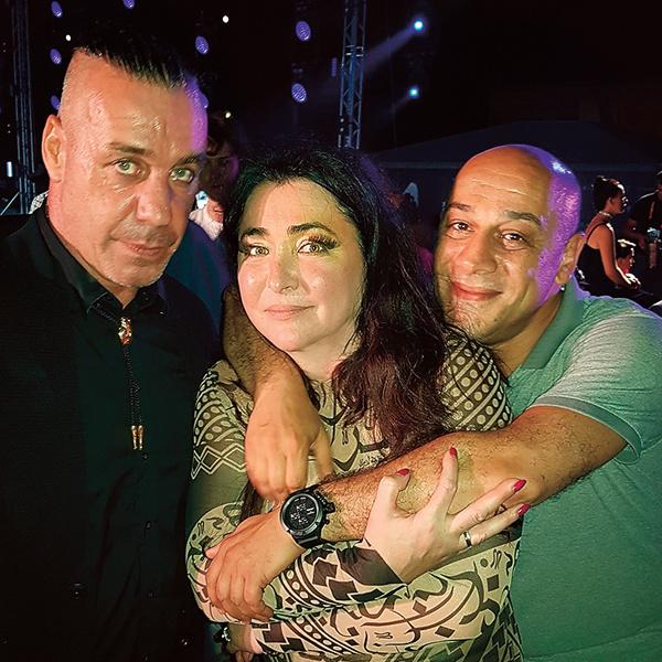 С лидером Rammstein Тилем Линдеманном и Анаром Рейбандом, менеджером группы