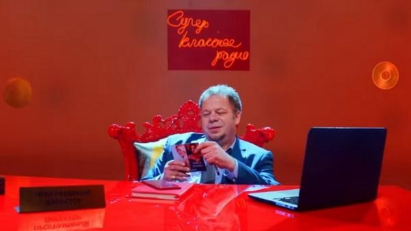 В клипе Ольги Бузовой и Насти Кудри Алексей сыграл программного директора радиостанции