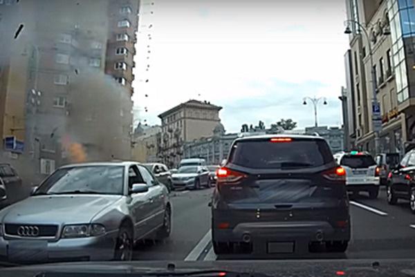 Момент взрыва попал на видеорегистратор
