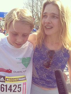 Наталья Водянова с Лукасом дают интервью после забега