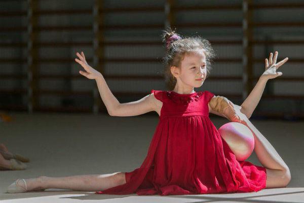 9-летняя Валерия  занимается гимнастикой в Центре Алины Кабаевой