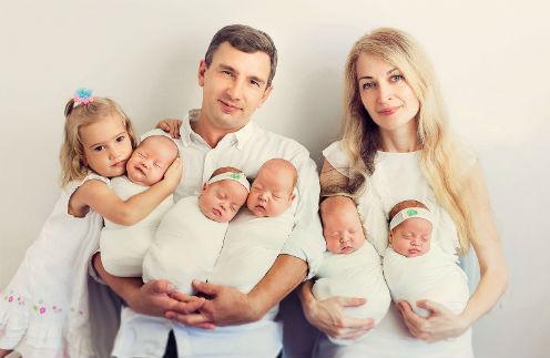 Рождение братьев и сестер научило трехлетнюю Алису считать до пяти