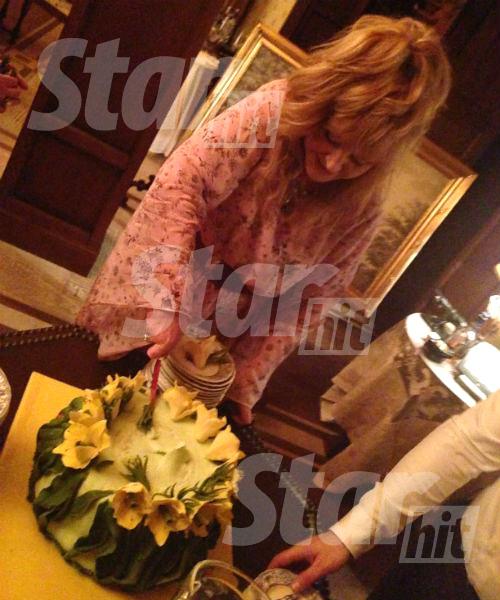 Торт для Примадонны с желтыми тюльпанами сорта «Голден Ницца» испек кондитер Александр Селезнев