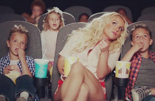 Сцена из нового клипа Бритни Спирс