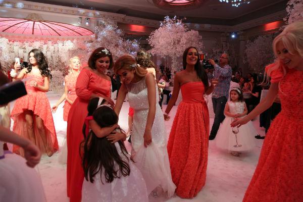 Гости торжества танцевали под зажигательные мотивы весь вечер