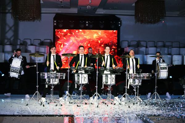 Шоу в исполнении барабанщиков
