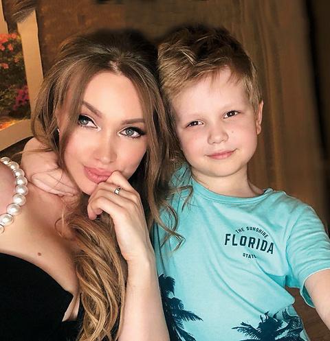 После развода родителей Даниэль остался с мамой