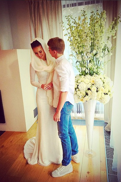 Дени с сестрой Камиллой в день ее свадьбы