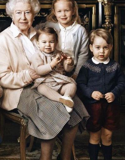 Даже всегда строгая бабушка не может устоять перед любимым внуком