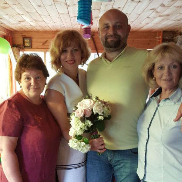 Родственники собрались на праздник девочки