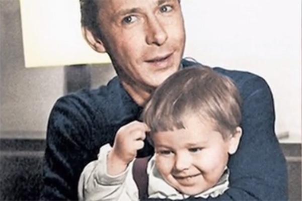 Михаил Ефремов с отцом Олегом Ефремовым