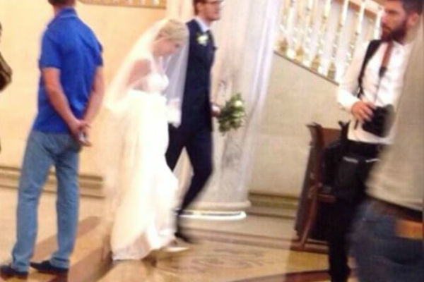 Артистка и хоккеист поженились в обстановке строгой секретности