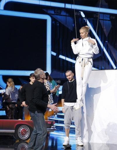 Алена Свиридова репетирует с балетом