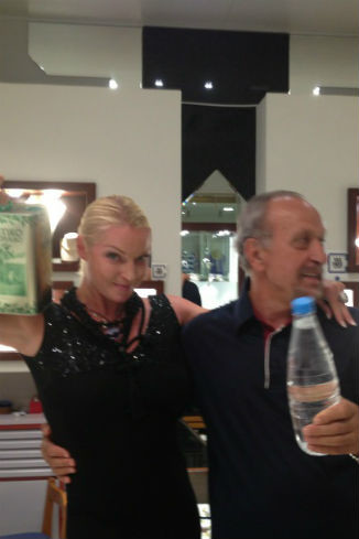 Хозяин ювелирного магазина подарил балерине оливковое масло и ракию