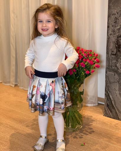 Тея растет маленькой модницей