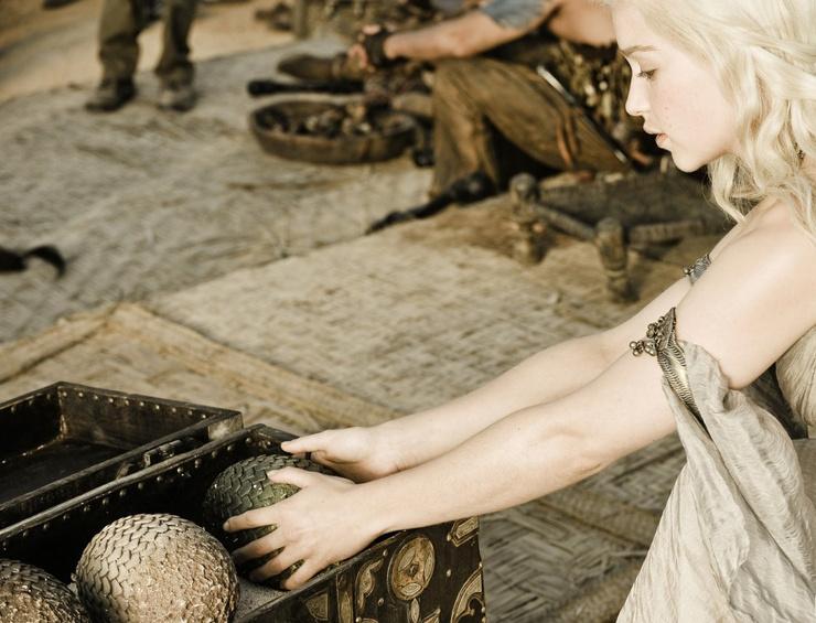 Эмилия Кларк и те самые яйца из сериала «Игра престолов»