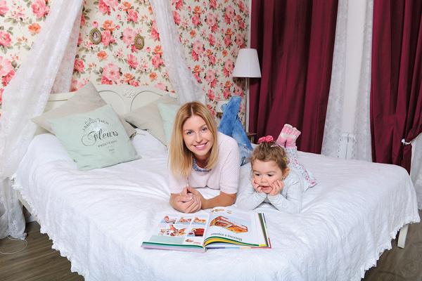 Декоративные подушки для спальни Настя сшила сама
