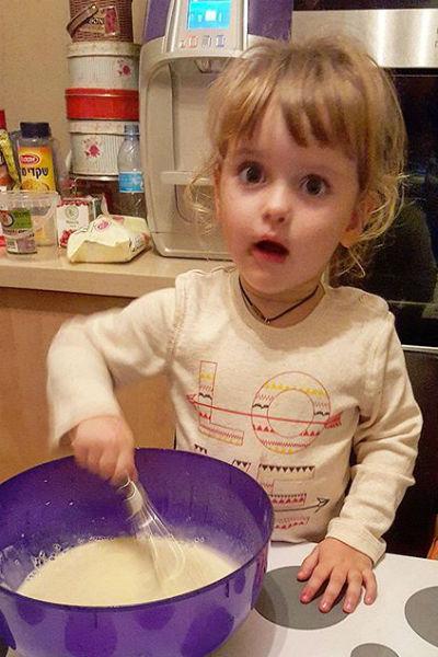 Маленькая Маша не перестает удивлять родителей