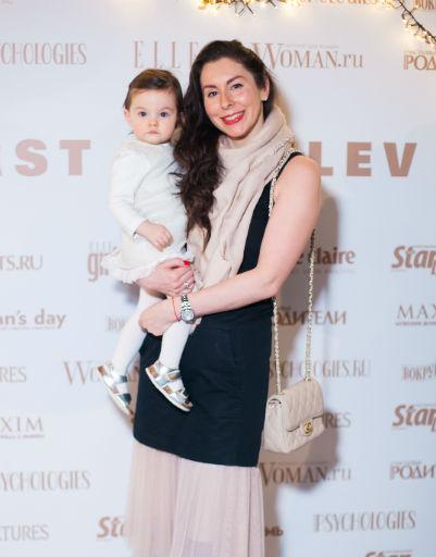 Элина Зорина с дочкой